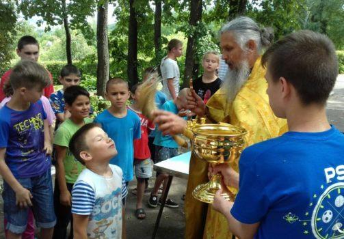 Настоятель храма посетил детский оздоровительный лагерь