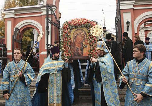 Крестный ход в день Казанской иконы Божией Матери